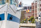 WILHELMSHAVEN: Segelschulschiff MIR (L 110 m) im Großen Hafen