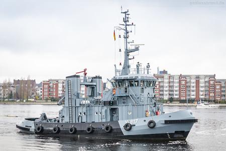 Wilhelmshaven: Marineschlepper NORDSTRAND (Y 817) im Großen Hafen