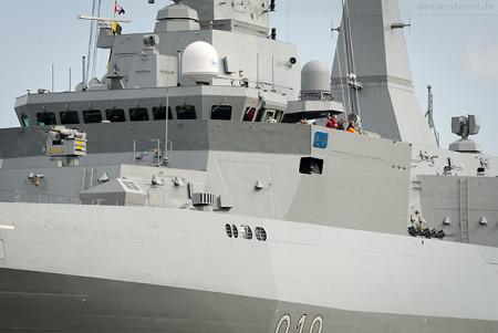 Wilhelmshaven: Schiffsneubau ERRADII (910) fährt Schleife im Großen Hafen