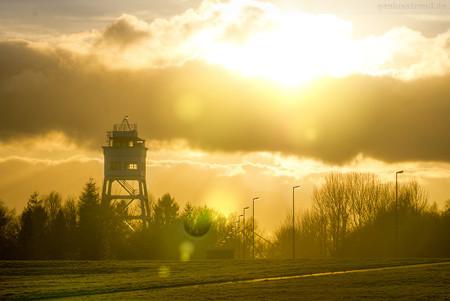 Wilhelmshaven: Historischer Signalturm im Sonnenuntergang