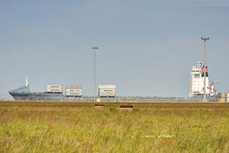 JADEWESERPORT: Feederschiff CALISTO (L 168 m) fährt im Liniendienst L46