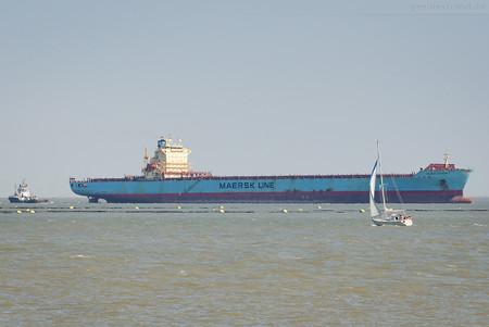 Schiffsankunft JadeWeserPort: Containerschiff MAERSK KENTUCKY (L 292 m)