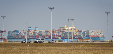 Jade-Weser-Port Ankunft Containerschiff: Triple-E-Klasse MADISON MAERSK (L 399 m) einlaufend
