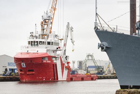 Wilhelmshaven: Offshore-Versorger VOS SUGAR (L 68 m) am Südwestkai