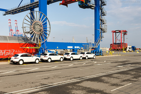 JADEWESERPORT: 5.000 Porsche werden am Containerterminal geparkt