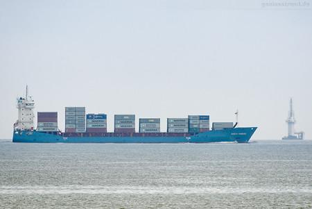 Feederschiff NORDIC HAMBURG fährt Richtung JadeWeserPort