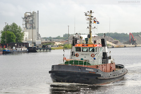Wilhelmshaven: Schlepper BUGSIER 19 auf dem Weg ins Marinearsenal