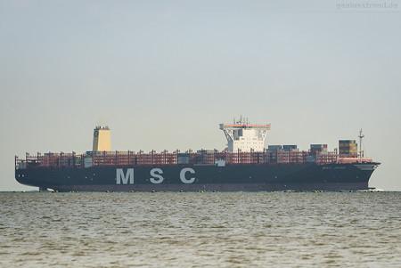 Wilhelmshaven: Schiffsneubau MSC JADE (L 398 m) inbound JadeWeserPort
