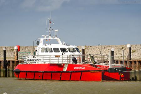 Offshore-Katamaran DEVERON (L 20 m) im Hooksieler Außenhafen