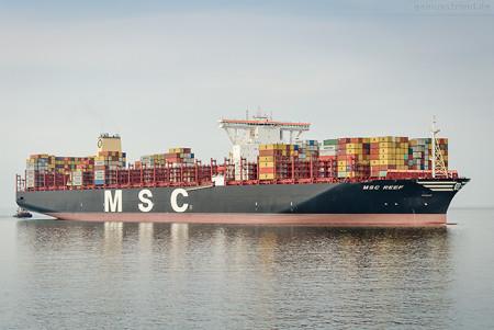 Containerschiff MSC REEF (L 398 m) am JadeWeserPort in Wilhelmshaven