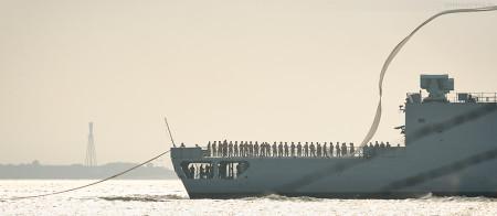 Wilhelmshaven: Fregatte Karlsruhe (F 212) ist mit Heimatwimpel im Marinestützpunkt eingelaufen