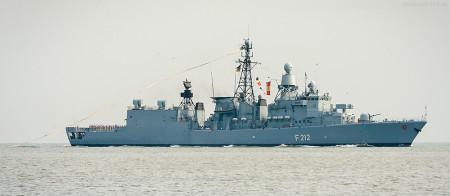 Wilhelmshaven: Fregatte Karlsruhe (F 212) mit Heimatwimpel vom Einsatz zurück