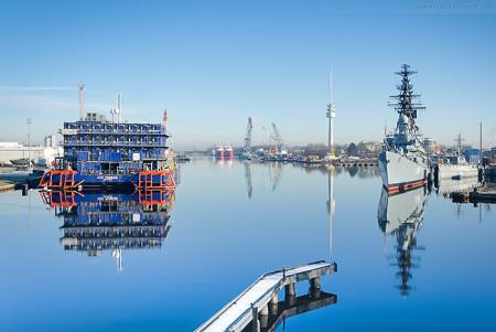 WILHELMSHAVEN: Blick in den Verbindungshafen