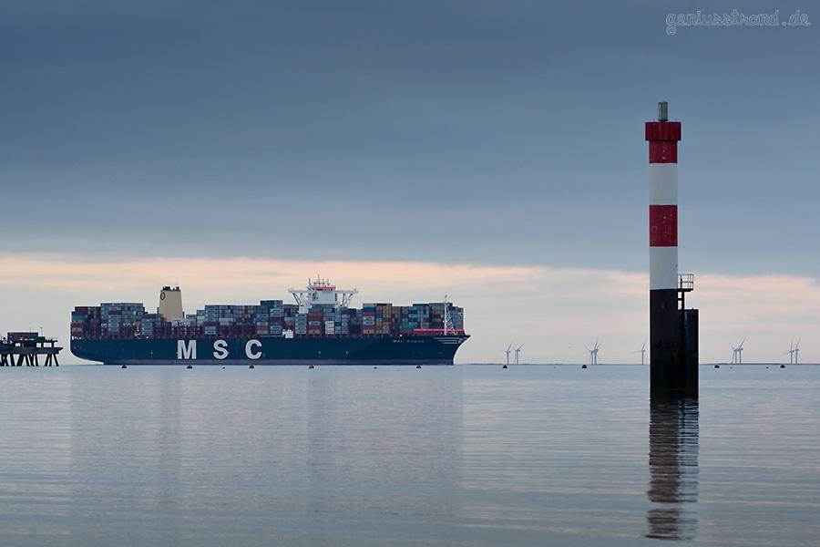 JADEWESERPORT Wilhelmshaven: Containerschiff MSC SVEVA (L 395 m)