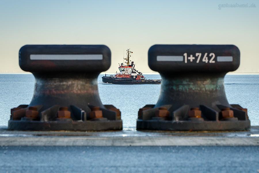 JadeWeserPort Wilhelmshaven: Schlepper BUGSIER 10 (outbound)