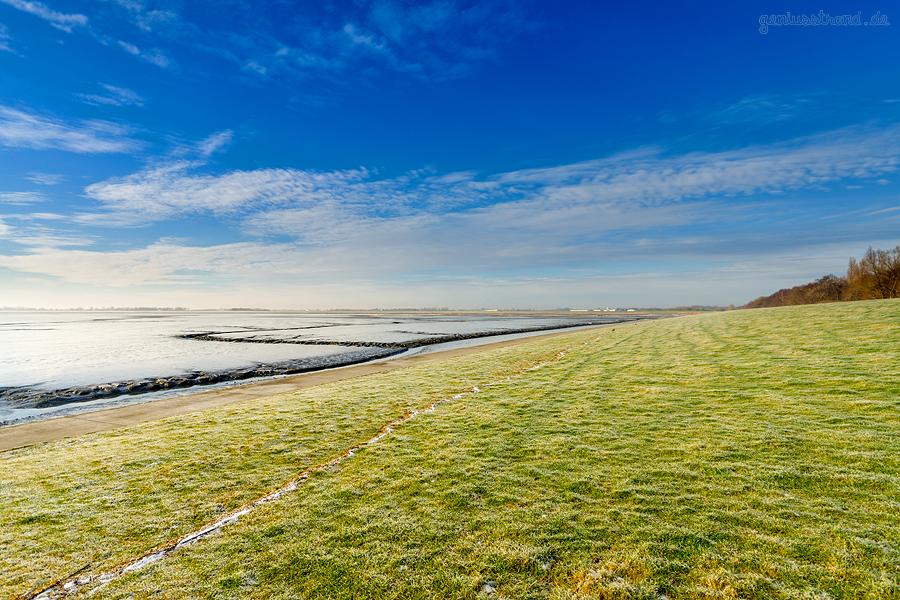 WILHELMSHAVEN: Bei eisigen Temperaturen auf dem winterlichen Banter Seedeich unterwegs