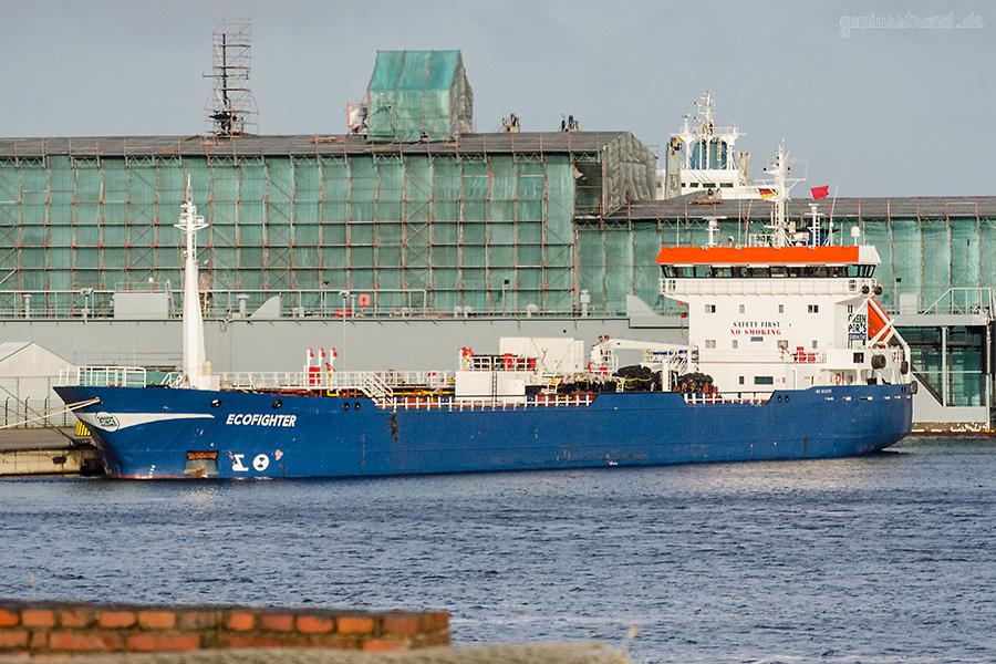 Tanker ECOFIGHTER (L 99 m) im Nordhafen am Hannoverkai