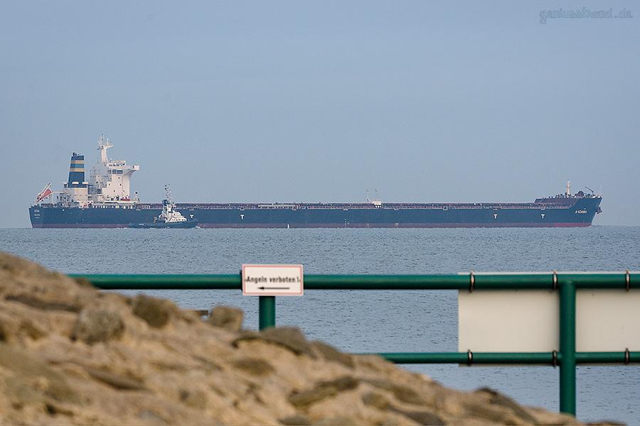 Massengutfrachter ANDAMA (L 292 m) bringt über 154.000 t Kohle aus Australien an die Niedersachsenbrücke