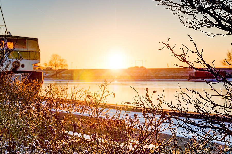 Winterbilder aus Wilhelmshaven: Blick vom Bontekai in Richtung Südstrand
