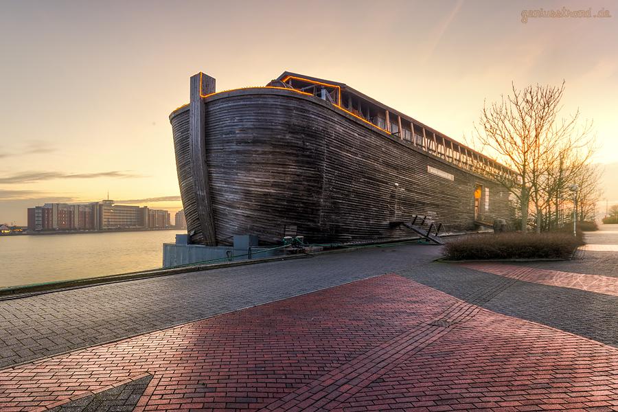 WILHELMSHAVEN BONTEKAI: Die ARCHE NOAH (L 70 m) hat am Bontekai festgemacht