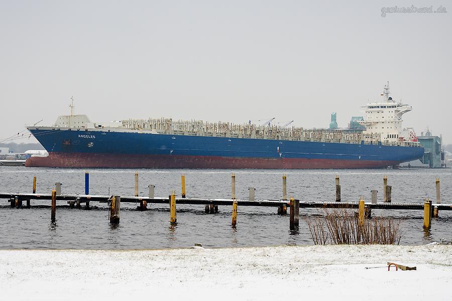 Containerschiff ANGELES (L 225 m) liegt zu Reparaturarbeiten am Hannoverkai im Nordhafen