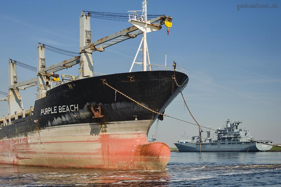 WILHELMSHAVEN: Havarist PURPLE BEACH (L 192 m) wird zum abwracken in die Türkei geschleppt
