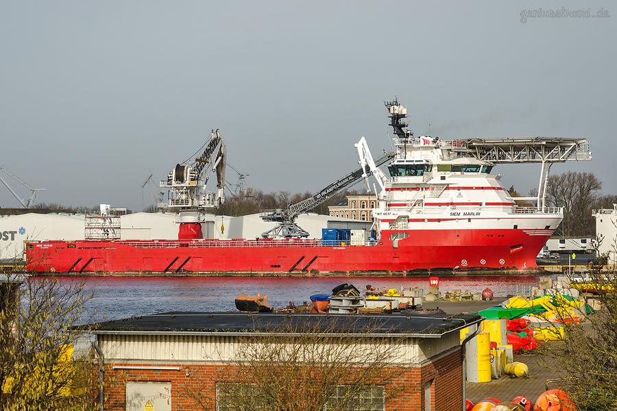 WILHELMSHAVEN: Offshore-Versorger SIEM MARLIN (L 94 m) am Südwestkai