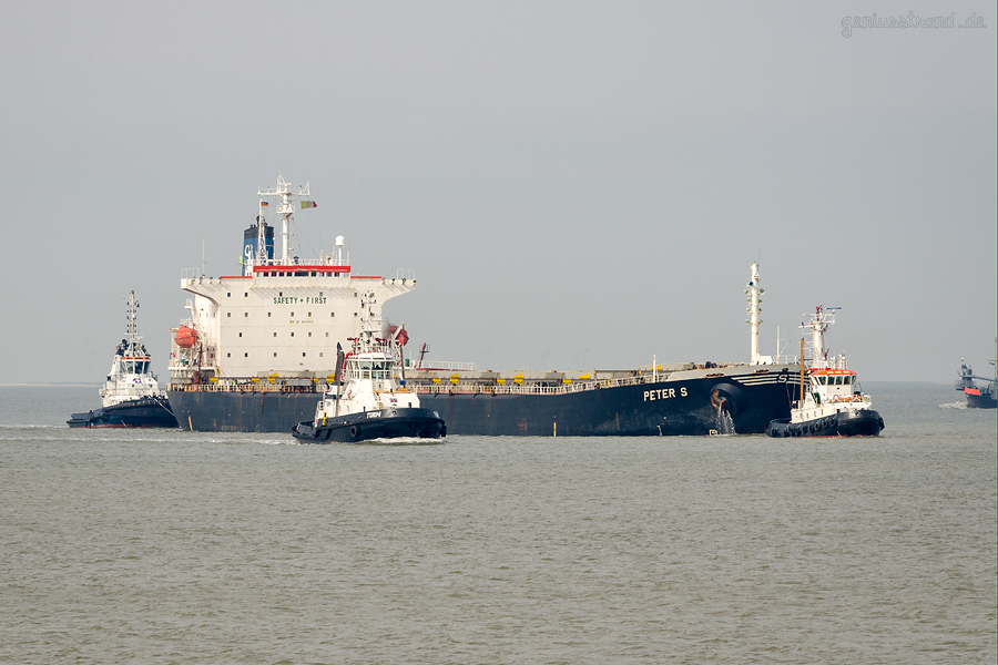 Bulk Terminal Wilhelmshaven (BTW): Bulkercarrier PETER S (L 215 m) bringt 69.000 t Kohle