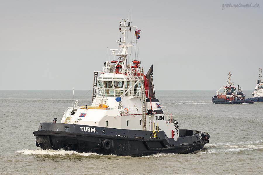 JadeWeserPort Schlepperhafen: Schlepper TURM (L 30 m) der URAG