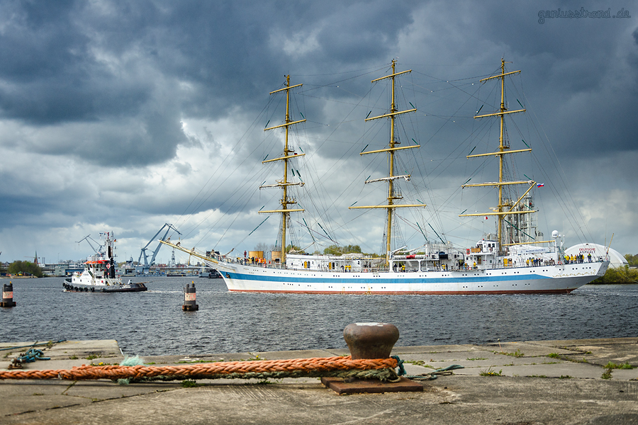 Russisches Segelschulschiff MIR (L 109 m) in Wilhelmshaven angekommen