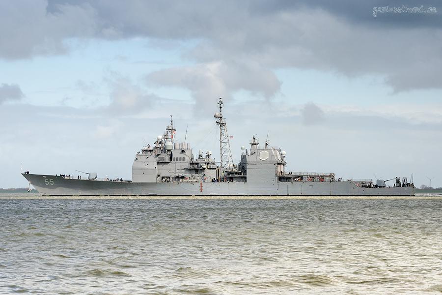 WILHELMSHAVEN: Lenkwaffenkreuzer USS Leyte Gulf (CG-55), auslaufend