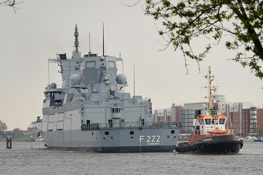 WILHELMSHAVEN: Fregatte BADEN-WÜRTTEMBERG (F 222) fährt Schleife im Großen Hafen