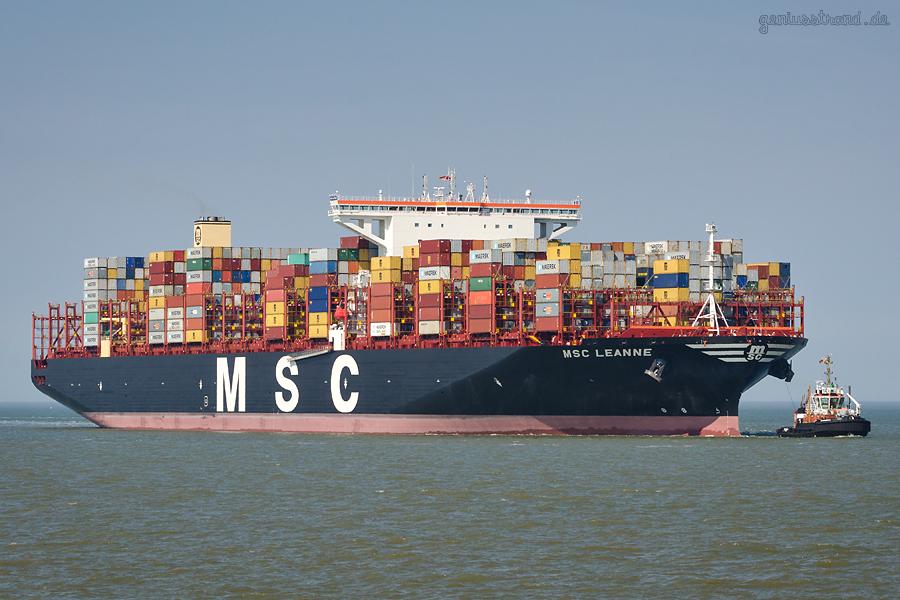 JADEWESERPORT: Containerschiff MSC LEANNE (L 400 m) auf Jungfernfahrt