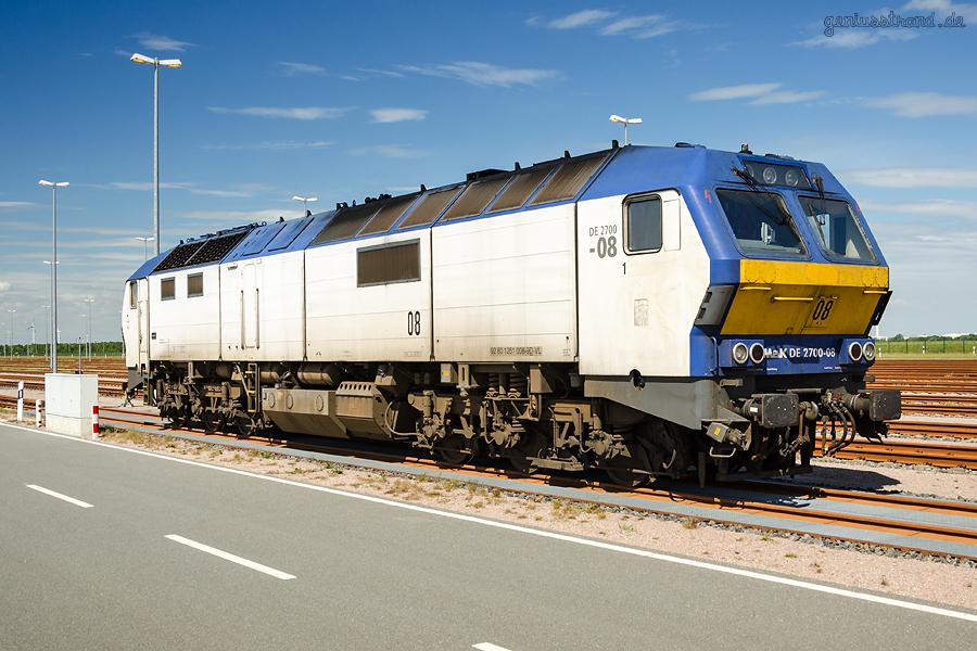 Diesellok (251 008-9) auf der Vorstellgruppe am JadeWeserPort