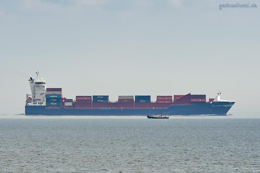 JadeWeserPort Schiffsanläufe: Containerschiff OOCL RAUMA (L 167 m) auf dem Weg zum CTW