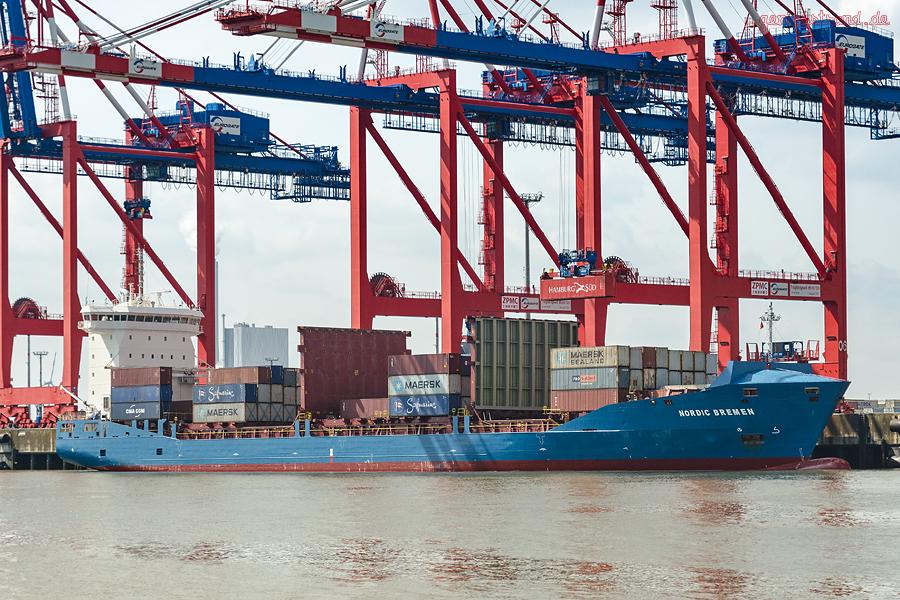 JadeWeserPort Seeseite: Containerschiff NORDIC BREMEN (L 151 m) am Containerterminal