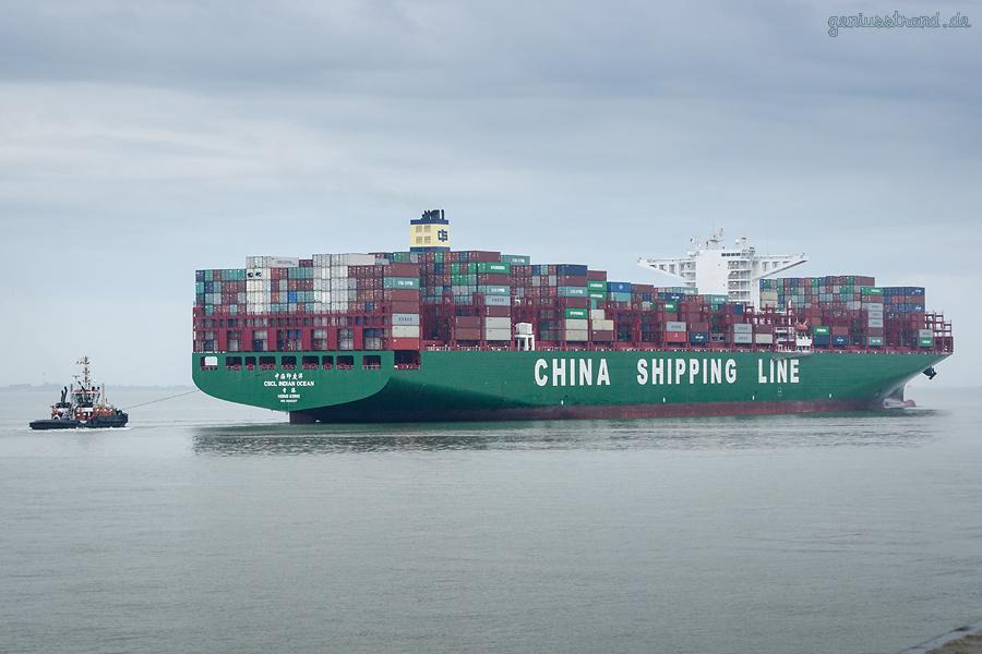 JadeWeserPort Schiffsankünfte: Erstanlauf Containerschiff CSCL INDIAN OCEAN (L 400 m)