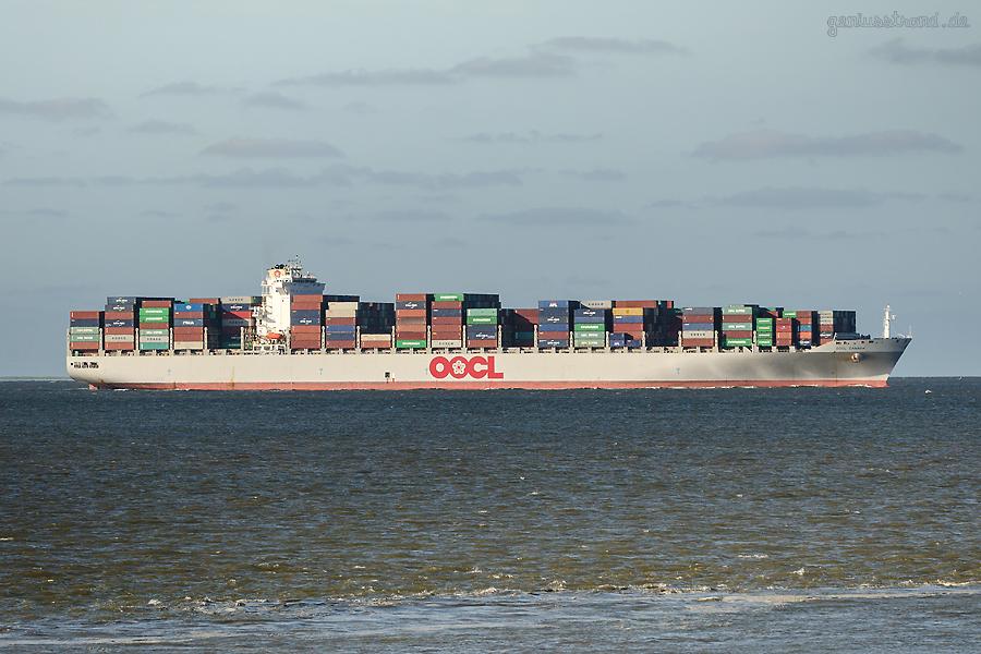 JadeWeserPort Schiffsanläufe: Containerschiff OOCL CANADA (L 335 m), Erstanlauf