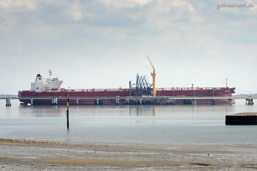 NWO-Tankerlöschbrücke Wilhelmshaven: Tanker RIO SPIRIT (L 274 m) am Anleger Nr. 4