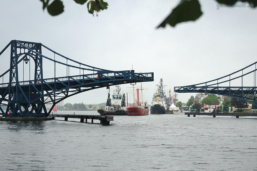 WILHELMSHAVEN: Feuerschiff WESER (L 53 m) bekommt neuen Liegeplatz am Nordwestkai bei Nordfrost