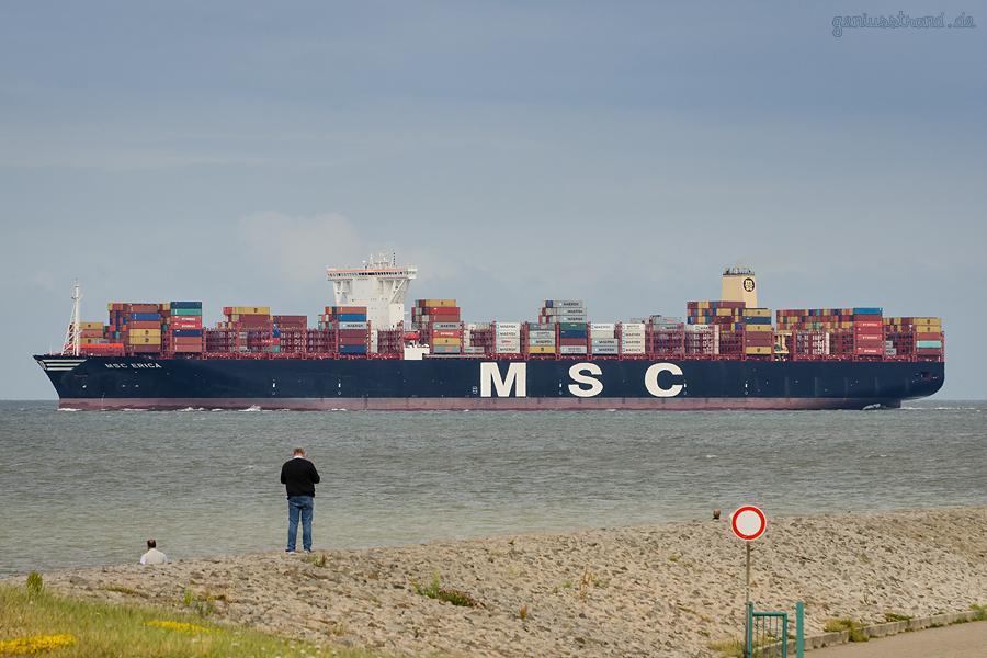 Containerterminal JadeWeserPort Wilhelmshaven: Erstbesuch der MSC ERICA (L 398 m)