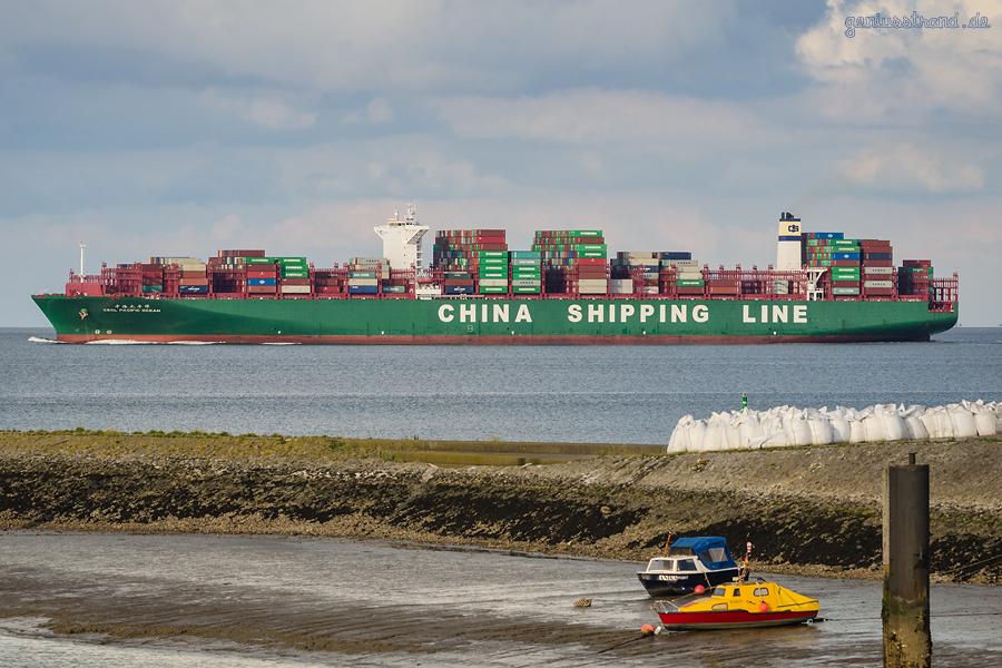 Container Terminal Wilhelmshaven (CTW): Containerschiff CSCL PACIFIC OCEAN (L 400 m) auslaufend