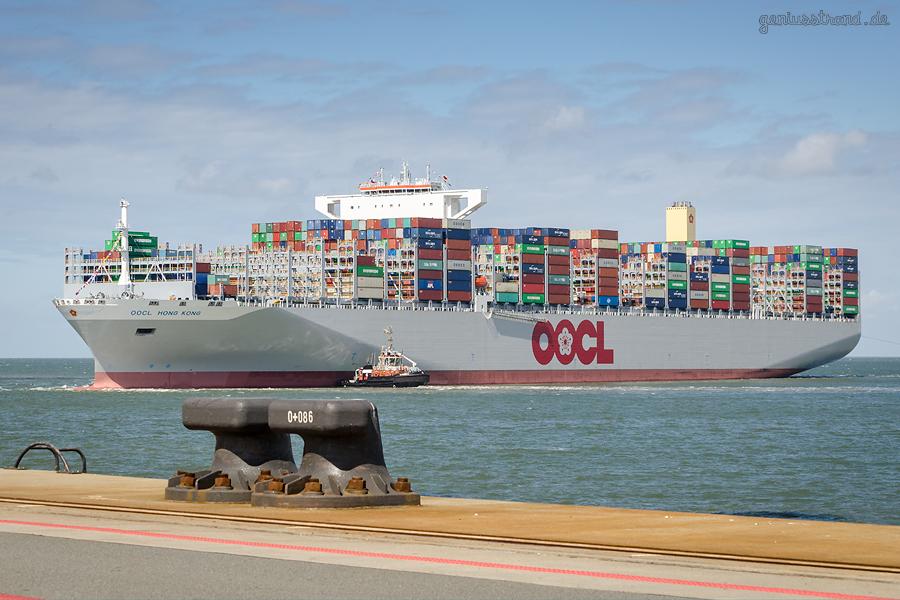 OOCL HONG KONG (L 400 m) WILHELMSHAVEN: Größtes Containerschiff der Welt am JadeWeserPort