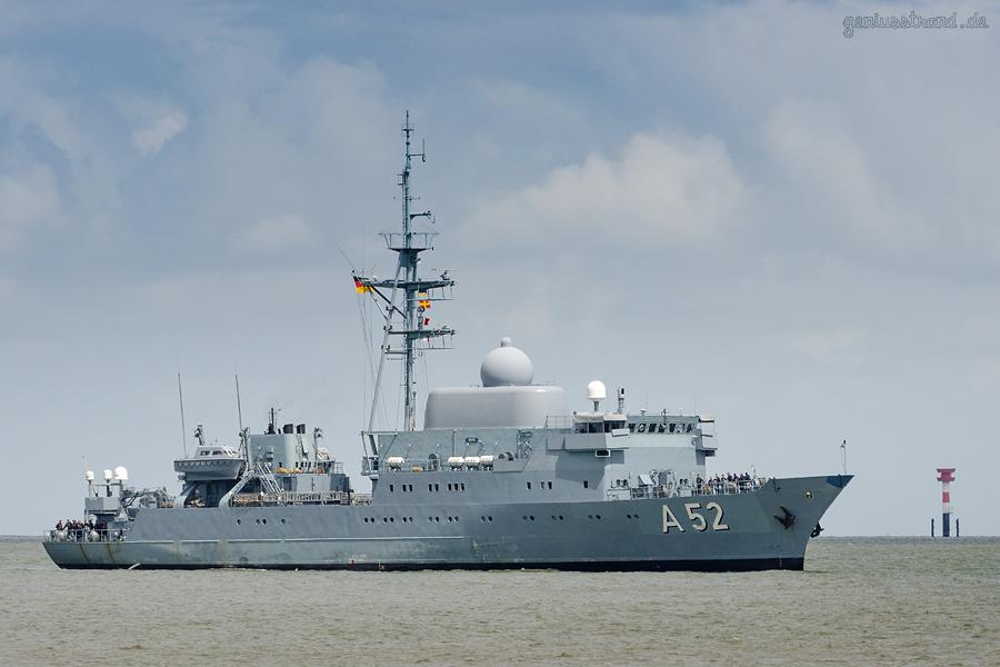 Marine Wilhelmshaven: Aufklärungsschiff OSTE (A 52) einlaufend Neuer Vorhafen