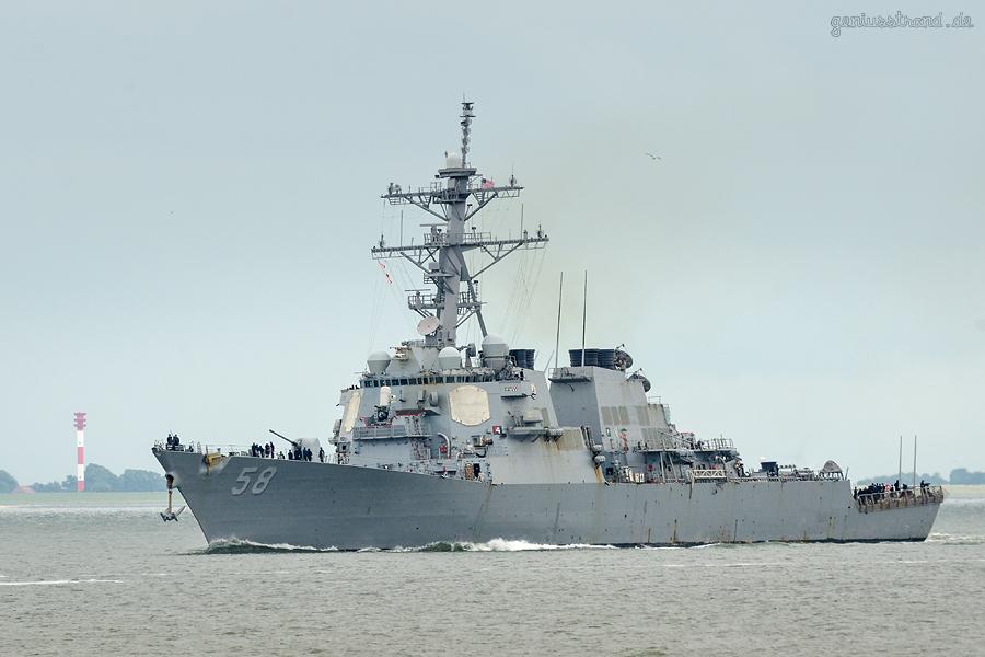 WILHELMSHAVEN: Zerstörer USS LABOON (DDG-58) der U. S. Navy auslaufend