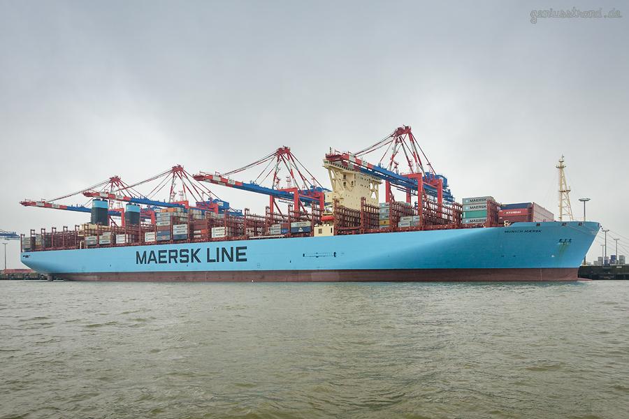 Baureihe TRIPLE-E-KLASSE 2. GENERATION (Munich Maersk) von MAERSK am Containerhafen JadeWeserPort