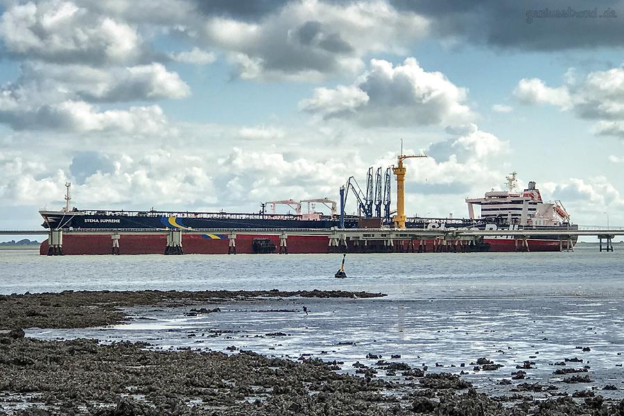Ölhafen Wilhelmshaven: Tanker STENA SUPREME (L 274 m) am Anleger Nr. 4 der NWO-Löschbrücke