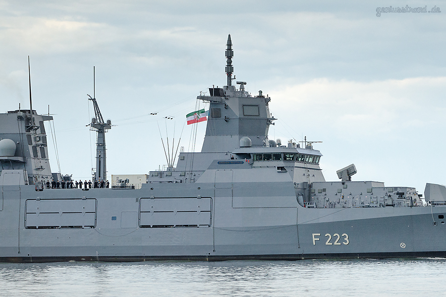 WILHELMSHAVEN: Fregatte NORDRHEIN-WESTFALEN (F 223) beim Erstanlauf