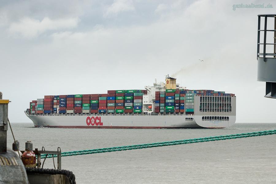 Schiffsabfahrten JadeWeserPort: Containerschiff OOCL WASHINGTON (L 323 m) Baureihe OOCL SX-Klasse
