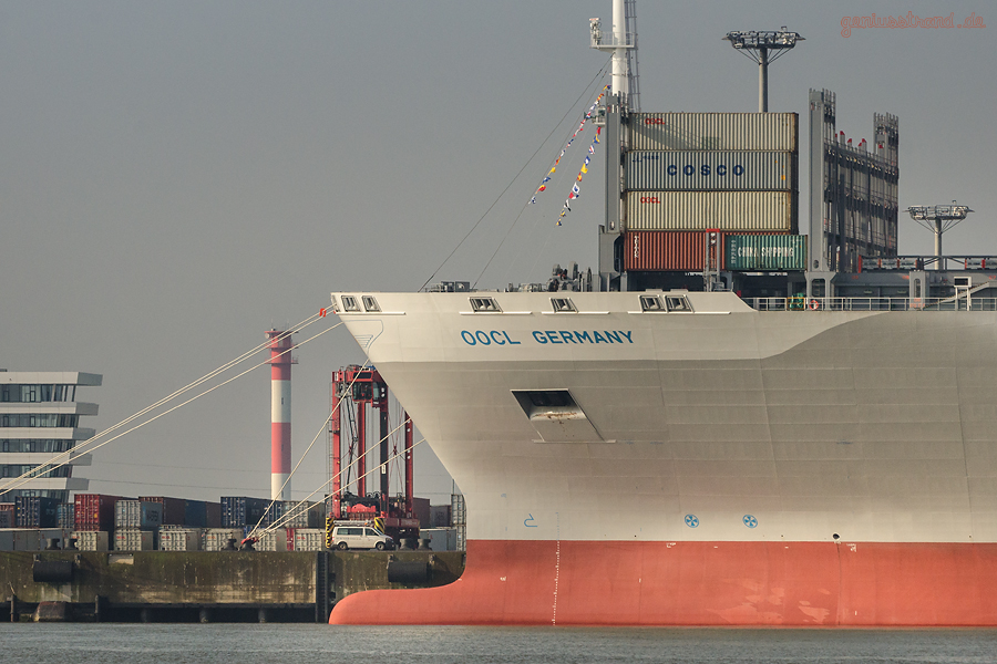 OOCL G-CLASS at JADEWESERPORT: World Largest Container Ship OOCL GERMANY (L 400 m), Maiden Voyage